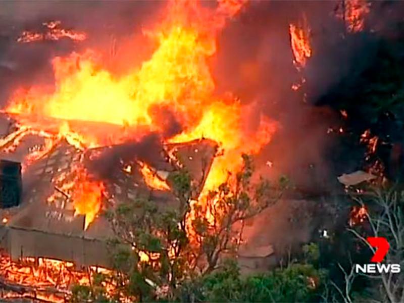 В Австралии бушуют природные пожары и песчаная буря