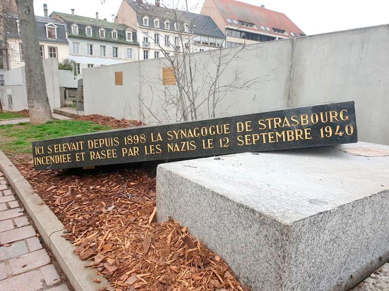 В Страсбурге вандалы сломали стелу на месте разрушенной нацистами синагоги