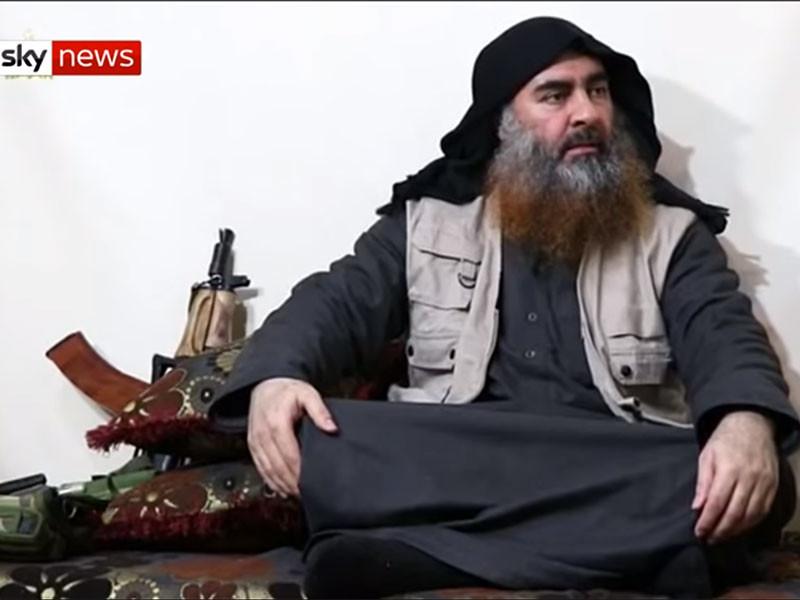 """Связанная с запрещенной в РФ террористической группировкой """"Исламское государство""""* сеть Al-Furqan опубликовала видео с человеком, похожим на главаря группировки Абу Бакра аль-Багдади, о гибели которого ранее сообщалось неоднократно"""