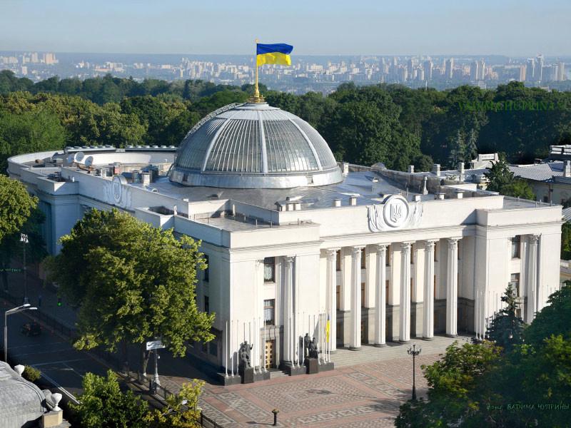 Верховная рада приняла закон об исключительном использовании украинского языка в публичных сферах