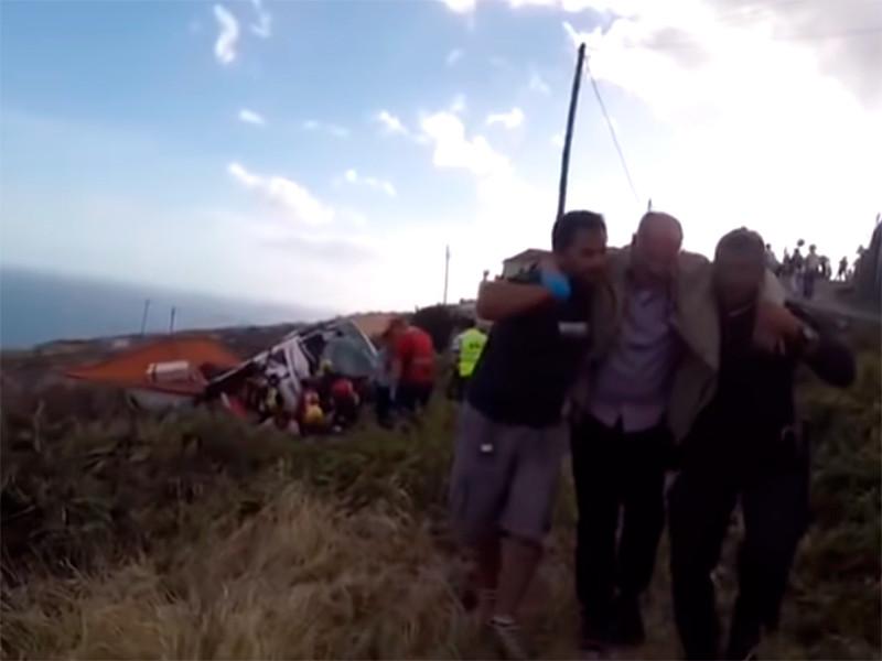 На португальском острове Мадейра автобус с туристами съехал с дороги и опрокинулся. В результате ДТП погибли десятки людей. Большинство из них оказались гражданами Германии