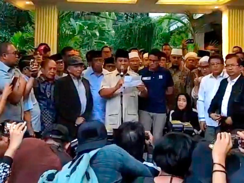 Оппозиционный кандидат и бывший генерал армии Прабово Субианто объявил себя президентом Индонезии до 2024 года. Такое заявление он сделал в четверг на встрече со своими сторонниками в Джакарте