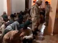 Бойцы объединенных сил, прибывших из Триполи и Эз-Завии, окружили подразделение Хафтара, которого поддерживает российская ЧВК Вагнера, закрепившееся в 27 км от ливийской столицы, взяв в плен 150 человек и захватив около 60 автомобилей, рассказал этот источник