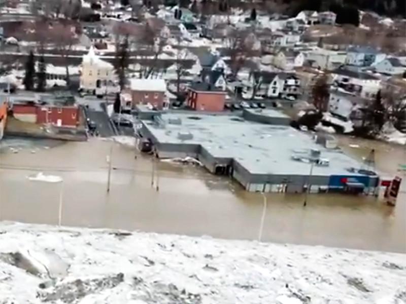 """Ледовый затор привел к потопу в городе на юго-востоке Канады (ФОТО, ВИДЕО)"""" />"""
