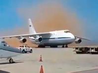 В конце марта пресса писала, что самолеты Ан-124 и Ил-62 с 99 российскими военнослужащими и 35 тоннами груза прибыли 23 марта в международный аэропорт Майкетия имени Симона Боливара в Каракасе