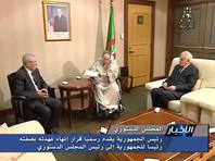 В 2013 году алжирский лидер перенес тяжелый инсульт. С тех пор он передвигается в инвалидном кресле, с трудом говорит, практически не появляется на публике и часто выезжает на лечение за границу
