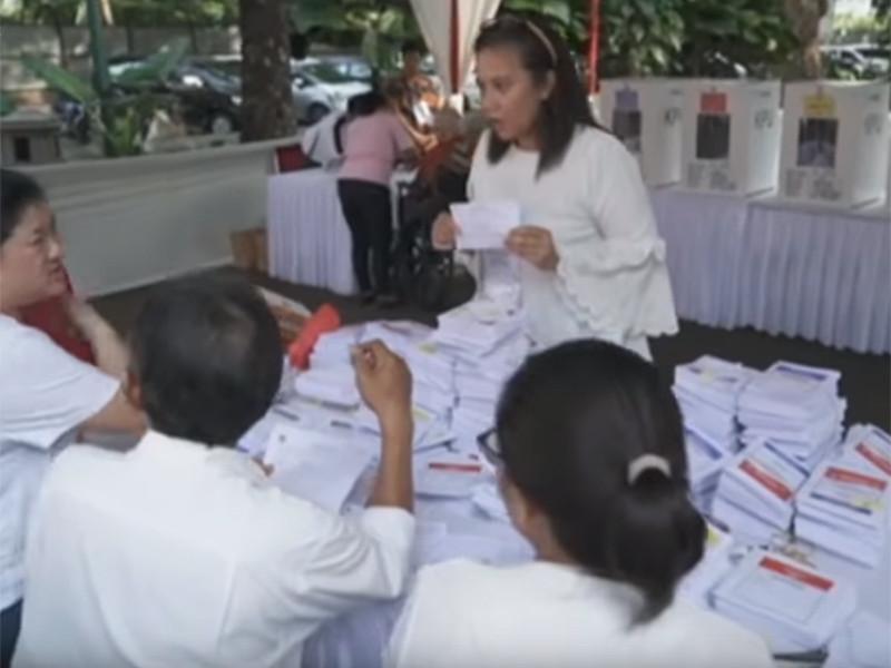 По меньшей мере 92 человека умерли из-за сильного переутомления во время подсчета голосов после всеобщих выборов в Индонезии