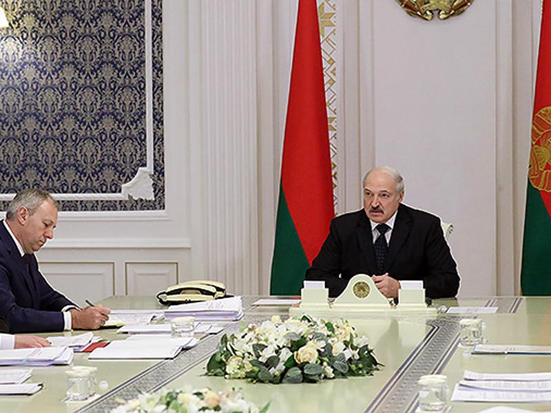 """Лукашенко пожаловался на """"обнаглевшую"""" Россию, которая на добро отвечает злом и """"выкручивает руки"""""""