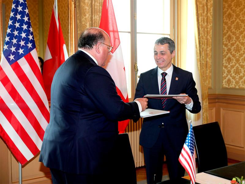 Швейцария согласилась выполнять посредническую миссию в дипломатических отношениях между США и Венесуэлой. Глава швейцарского МИД Иньяцио Кассис и американский посол в альпийской республике Эдвард Макмаллен подписали в пятницу в Берне соответствующее соглашение