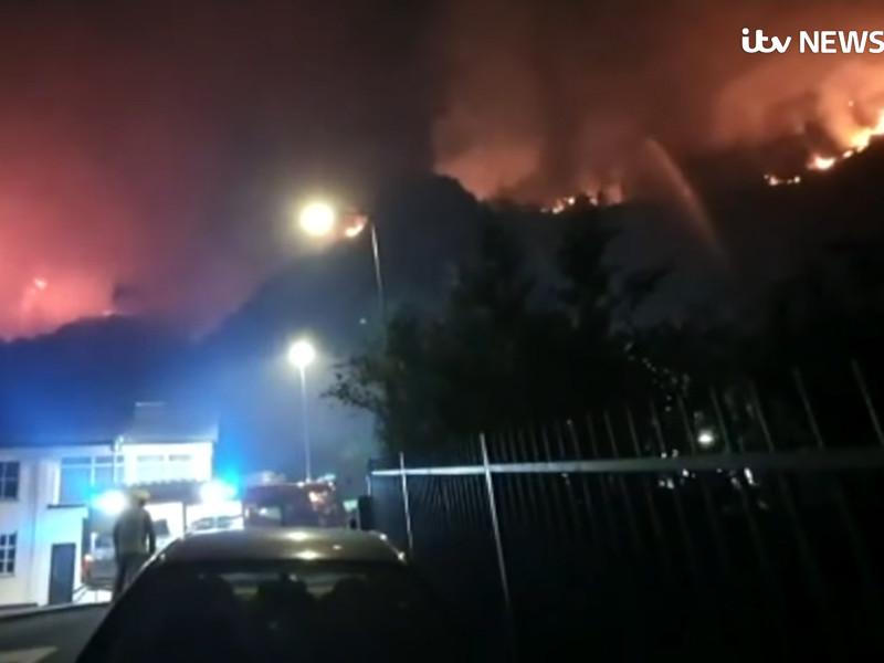 Из-за сухой погоды в Великобритании продолжаются природные пожары. С января в Англии, Шотландии, Уэльсе и Северной Ирландии зафиксировано уже 96 крупных возгораний (площадью 25 гектаров и более), что делает этот год худшим в стране за всю историю наблюдений