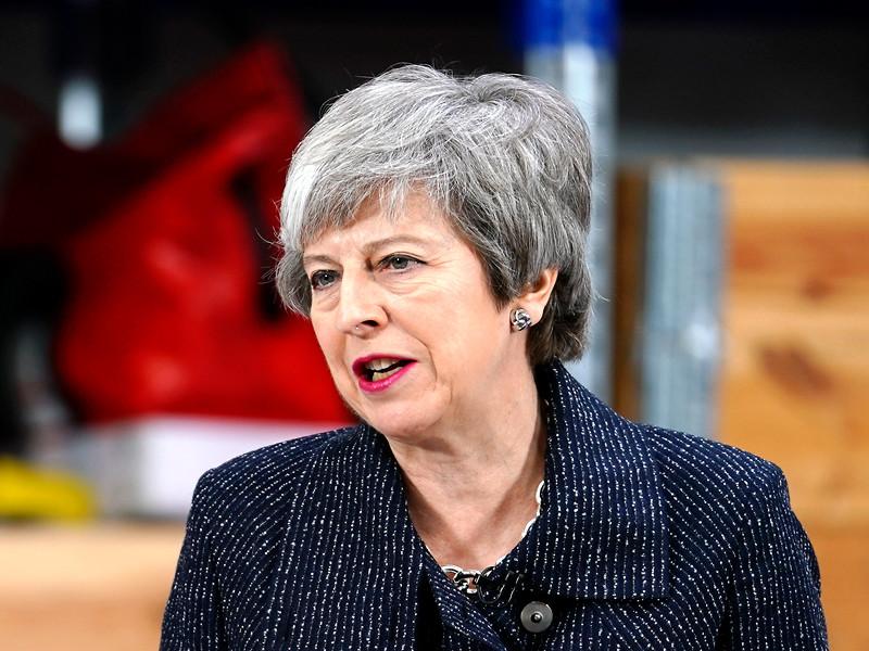 Премьер-министр Великобритании Тереза Мэй согласилась на участие страны в выборах в Европарламент 23-26 мая, если Евросоюз примет решение в очередной раз перенести Brexit, а сделка с ЕС об условиях выхода к тому времени так и не будет согласована