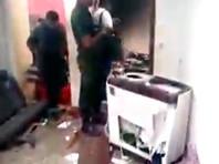 В заявлении военных говорится, что при приближении войск к дому, где находился склад взрывчатых веществ, раздались три взрыва и началась стрельба. Военные открыли ответный огонь