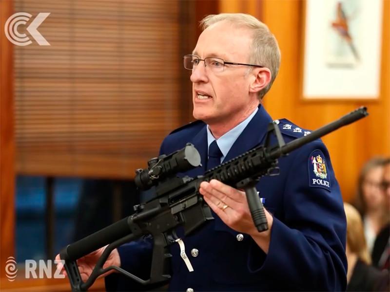 1 апреля в парламенте Новой Зеландии представили изменения в правила владения огнестрельным оружием. Согласно законопроекту, многие виды полуавтоматических винтовок запрещаются