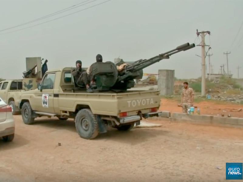 Штаб Вооруженных сил правительства национального согласия (ПНС) Ливии, признаваемого международным сообществом, подтвердил сообщения СМИ о нанесении авиаударов по расположениям Ливийской национальной армии (ЛНА) фельдмаршала Халифы Хафтара к югу от Триполи