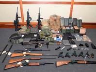 При обыске в жилище Хессона в Силвер-Спринг (Мэриленд) было изъято 15 единиц огнестрельного оружия, в том числе 7 винтовок, а также более 1000 патронов