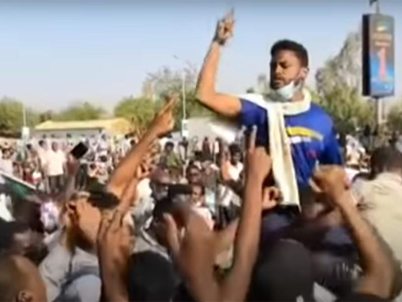 Армия Судана свергла правящего 30 лет Омара аль-Башира, которого поддерживал Путин (ФОТО, ВИДЕО)