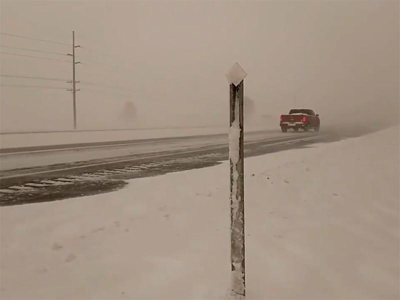 """Зимний шторм """"Уэсли"""" обрушил на США метели, снежную грозу и оранжевый снег (ВИДЕО, ФОТО)"""" />"""