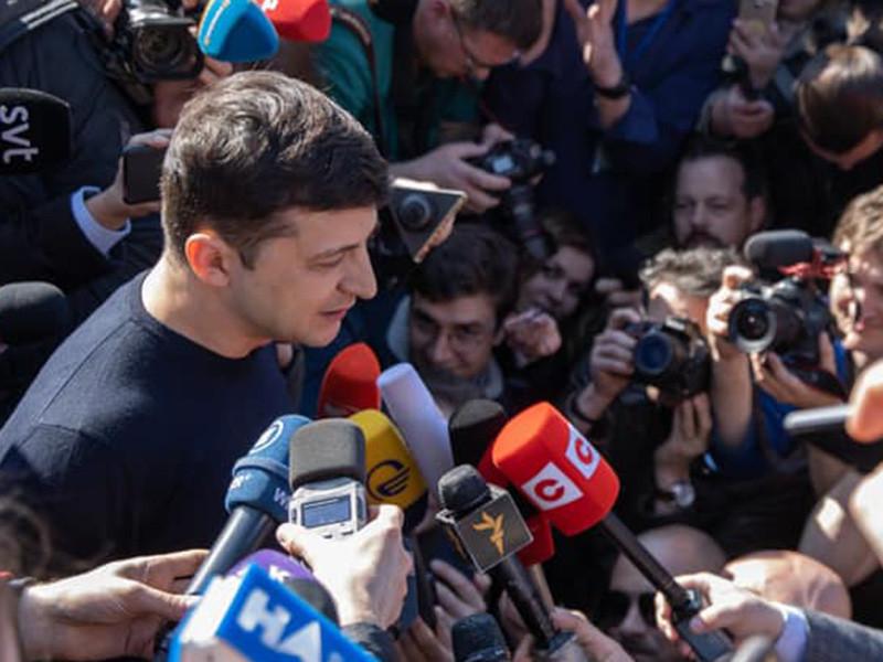 Шоумен Владимир Зеленский продолжает лидировать на выборах президента Украины после обработки более 50 процентов бюллетеней с 30,23% голосов