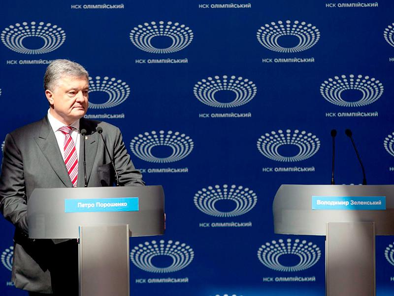 """Порошенко выступил на стадионе, его соперник на дебаты не явился"""" />"""