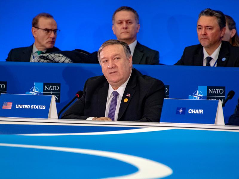 Члены НАТО должны подтвердить приверженность основополагающим принципам сдерживания и коллективной обороны организации. С таким призывом выступил в четверг госсекретарь США Майкл Помпео, открывая в Вашингтоне заседание Североатлантического совета на уровне глав внешнеполитических ведомств стран-участниц НАТО