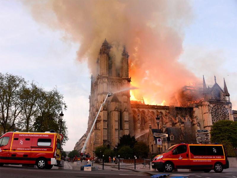 """Первые сигналы о пожаре в соборе Парижской Богоматери посчитали ложной тревогой. Названа возможная причина трагедии (ФОТО)"""" />"""