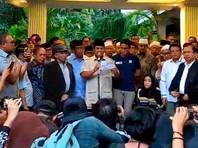 В Индонезии лидер оппозиции объявил себя новым президентом