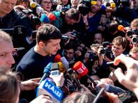 Сам Зеленский приглашал Порошенко на стадион 19 апреля и пока не сообщал, что собирается приехать туда раньше этой даты