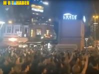 """Жители Стамбула устроили """"кастрюльный протест"""" против отмены результатов выборов мэра, на которых победила оппозиция (ВИДЕО)"""