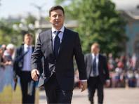 Согласно конституции, президент является Верховным главнокомандующим Вооруженными силами Украины. Он назначает на должности и освобождает от должностей высшее командование армии, иных воинских формирований, присваивает высшие воинские звания, вносит в Верховную раду представления о назначении на должность и освобождении от должности министра обороны