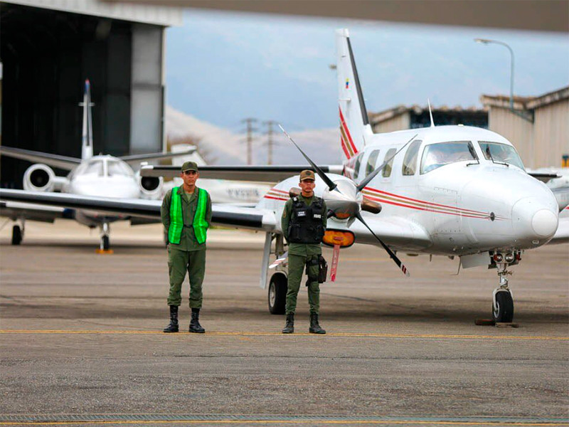 Власти Венесуэлы возьмут под особый контроль столичные аэропорты, сказал глава МВД