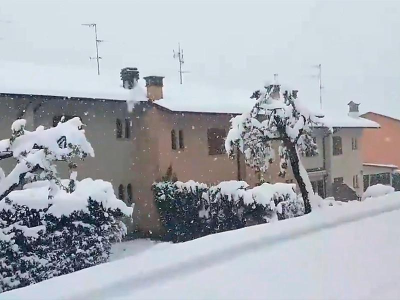 """На Европу обрушились снегопады, ливни и сильный шторм (ФОТО, ВИДЕО)"""" />"""