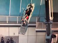 В Оклахома-Сити подъемник с мойщиками окон на небоскребе превратился в сумасшедшие качели