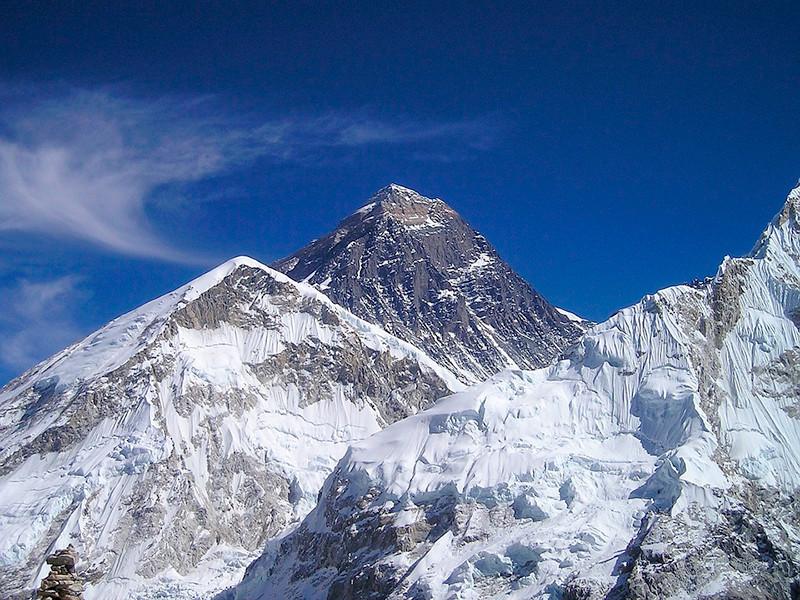 Не менее 10 альпинистов за неделю не пережили восхождение на запруженный туристами Эверест