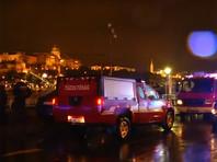 Двухпалубное судно столкнулось с другим туристическим судном у моста Маргит в Будапеште, после чего перевернулось и затонуло. На место были направлены пожарные катера и скорая помощь, в ходе спасательных работ спасены 7 человек