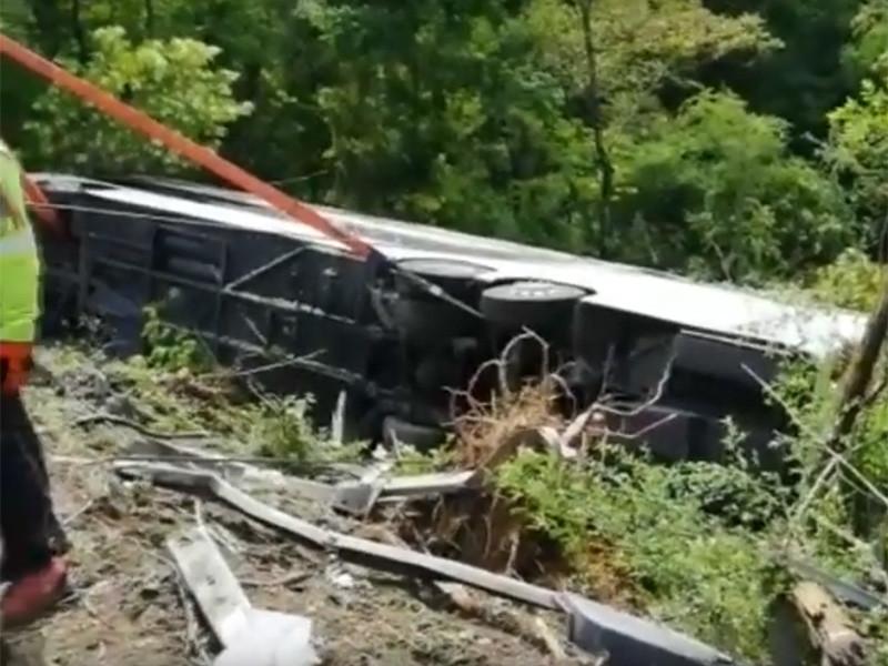 По меньшей мере один человек погиб и несколько получили ранения в результате ДТП с участием автобуса с российскими туристами в Италии. Как сообщает Corriere della Serra, автобус, в котором находились не менее 50 россиян, направлялся из города Сиена во Флоренцию