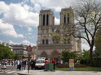 Собор Парижской Богоматери предложили увенчать прозрачным куполом с огородом (ФОТО)