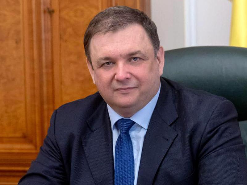 Уволенный во вторник глава Конституционного суда Украины Станислав Шевчук прокомментировал свое отстранение от должности. Он заявил, что речь идет об антиконституционном перевороте, за которым стоит Петр Порошенко