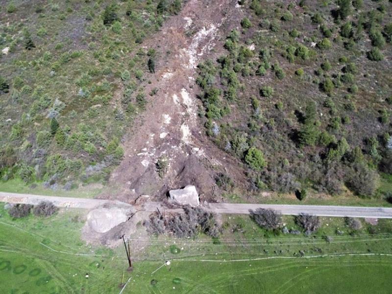 24 мая с высоты 300 метров два валуна размером со здание обрушились на шоссе между населенными пунктами Кортес и Теллерайд