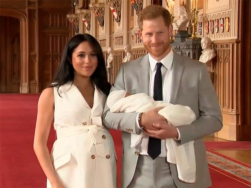 Принц Гарри и его супруга Меган Маркл (герцог и герцогиня Сассекские) показали новорожденного сына, появившегося на свет 6 мая