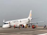 В Мьянме самолет совершил аварийную посадку с заклинившим передним шасси