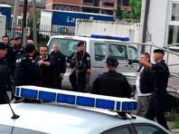 Утром во вторник подразделения косовского спецназа вошли на территории четырех общин на севере края, в которых проживают сербы. В акции были задействованы 73 спецавтомобиля. Сообщалось о задержании около 30 человек, среди задержанных были полицейские