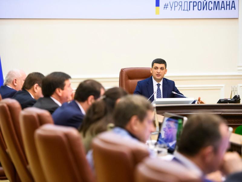 Украина ввела новые экономические санкции против России, включающие запрет поставок определенных групп товаров и введение специальных пошлин. Об этом заявил на заседании кабмина премьер-министр Украины Владимир Гройсман