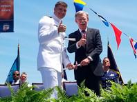 Джон Болтон на церемонии выпуска в Академии Береговой охраны США в Нью-Лондоне (штат Коннектикут)
