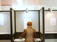 В четверг избирательные участки открылись в Великобритании и Нидерландах. В пятницу к голосованию приступят жители Ирландии и Чехии, а 25 мая - в Латвии, на Мальте и в Словакии. В остальных странах Евросоюза выборы пройдут в воскресенье