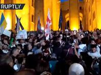 В Тбилиси у здания парламента прошла многочасовая акция протеста (ВИДЕО)
