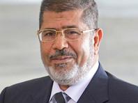 Государственный обвинитель сказал, что во время заседания по обвинению в шпионаже Мурси упал в клетке, после того как выступил с речью. Смерть бывшего президента была диагностирована в больнице. По словам сотрудника прокуратуры, предварительный осмотр не выявил следов травм на теле экс-главы Египта