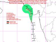 """В Аравийском море тропический циклон """"Ваю"""" приближается к западным районам Индии. По данным на 10:00 мск 12 мая, он находился в 320 км к югу от города Веравал и двигался на север со скоростью 11 км/ч"""