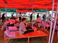 Местные власти срочно выделили 5 тысяч палаток и 10 тысяч складных кроватей, задействовали транспортную спецгруппу и оборудование для устранения завалов и восстановления движения на дорогах