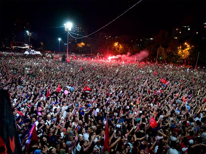"""В Стамбуле на повторных выборах снова победил противник Эрдогана"""" />"""