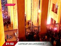 В Грузии сторонники оппозиции пытались штурмовать здание парламента